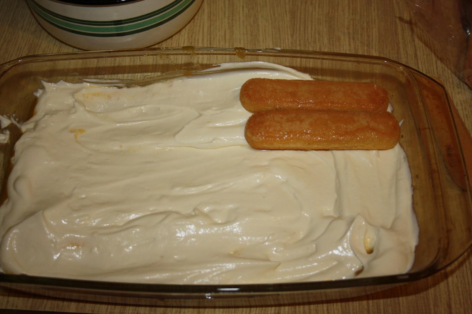 лека бяла бишкотена торта подреждане