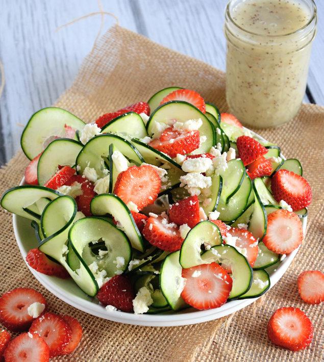 рецепти летни салати краставици и ягоди