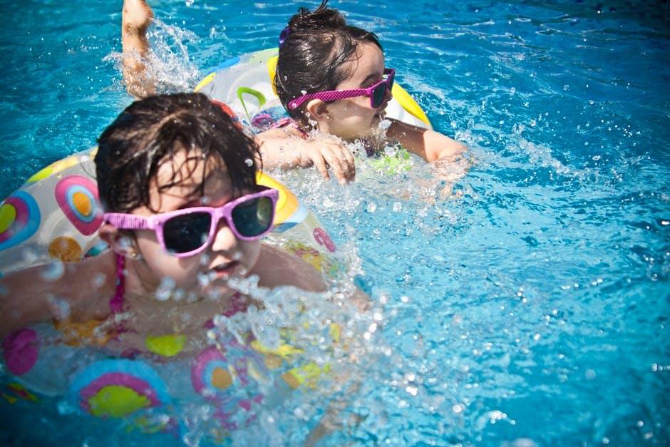 спортове за цялото семейство плуване