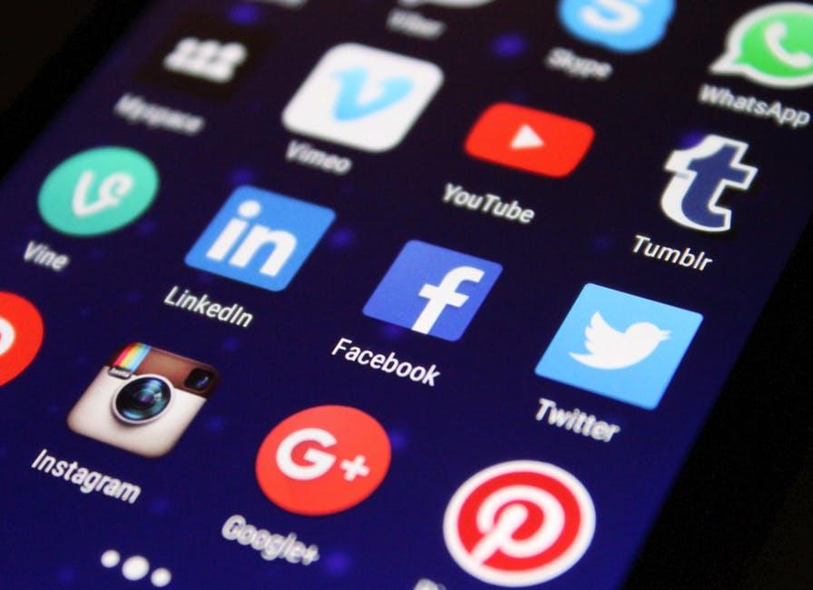 Сайтове за запознанства - новата комуникация? - Градски дами