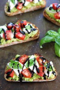 здравословно хранене с тост с авокадо