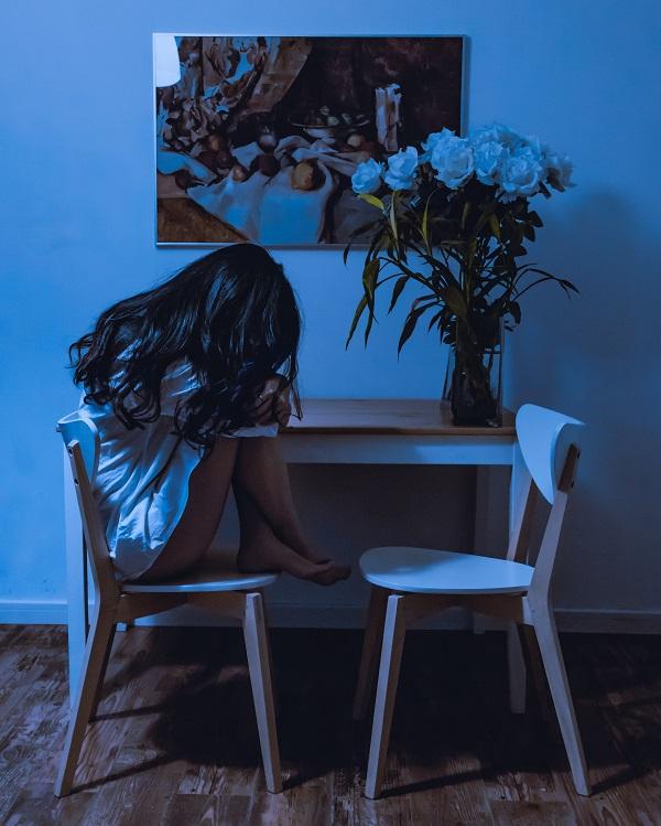 тъжно момиче