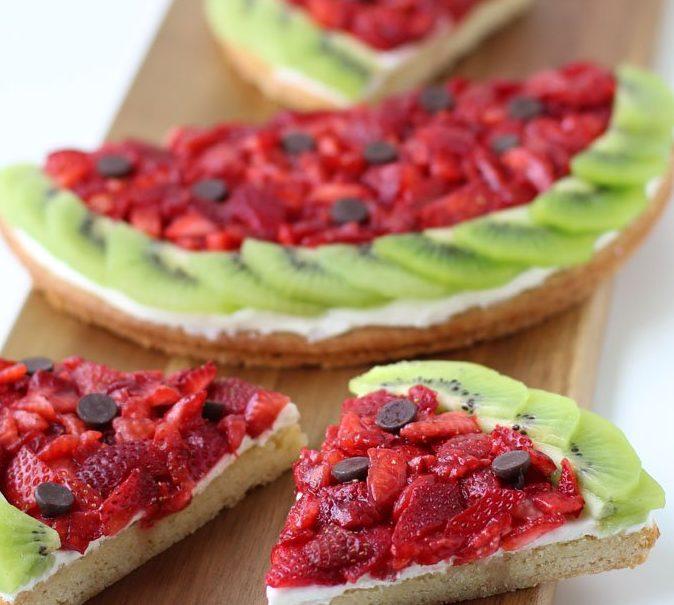 Плодова пица с ягоди, киви и пъпеш