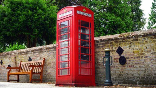 червена телефонна кабинка