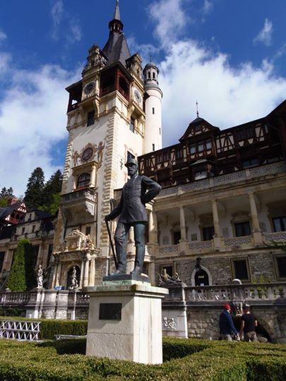 крал Карол статуя пред замъка
