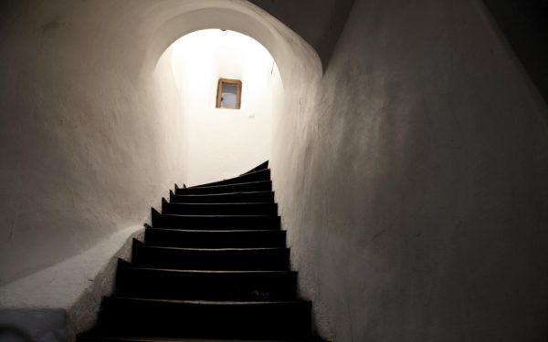 тайни стълби