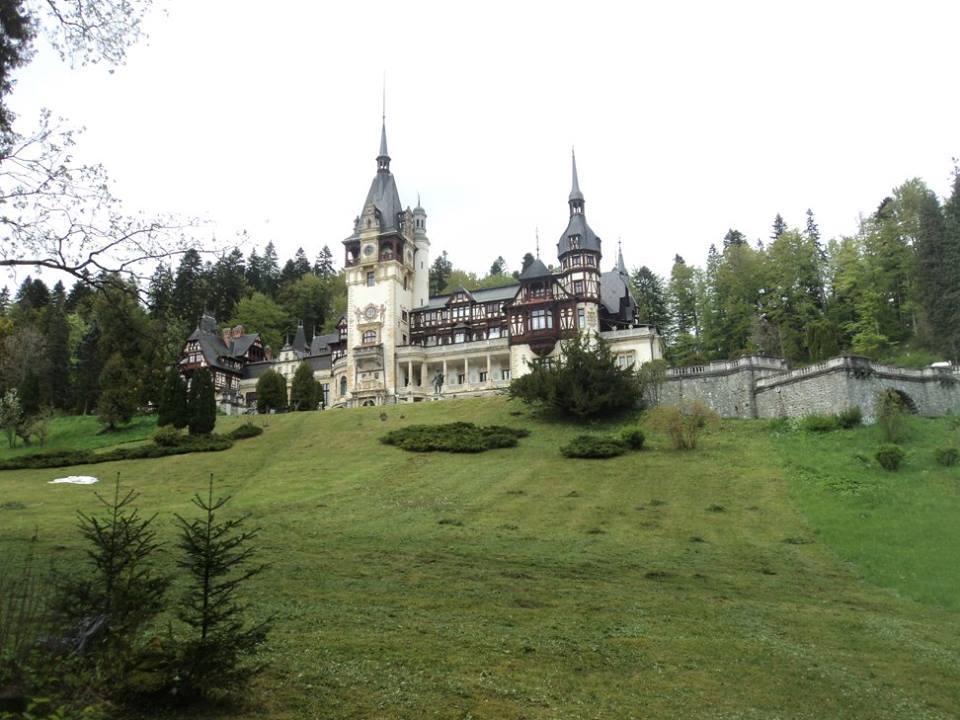 Замъкът Пелеш от далеч