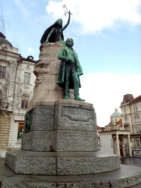площад Прешерн и статуята на поета