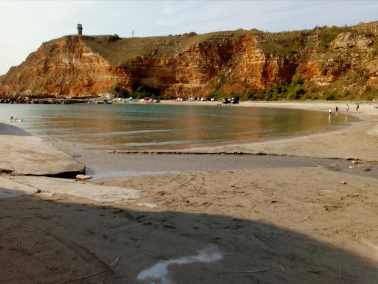 залив Болата червени скали